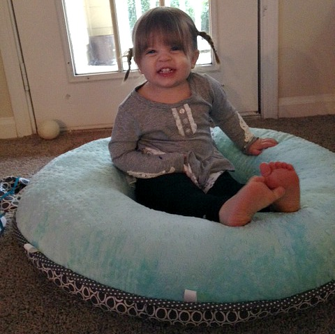 Pello a floor pillow for your kids review for Floor kids review